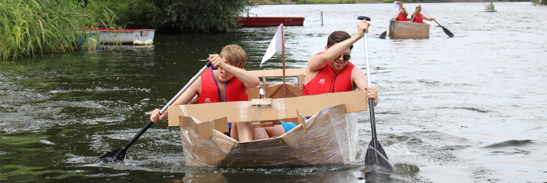 Teambuilding mit dem ultra stabilen Pappboot