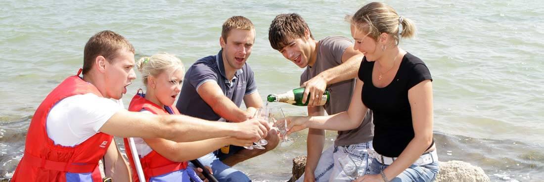 Floßbau als Teamevent mit anschließender Floßfahrt
