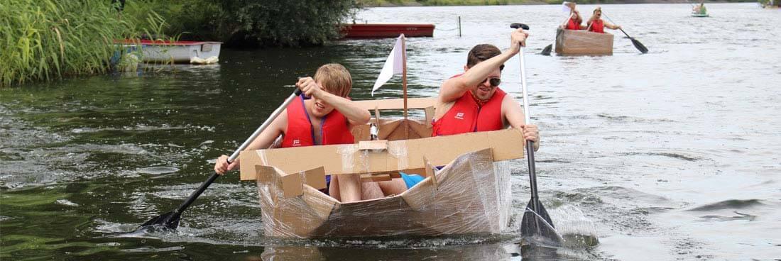 Pappboot bauen als Teameventboot-bauen