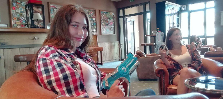 Frauen spielen Shoot-M