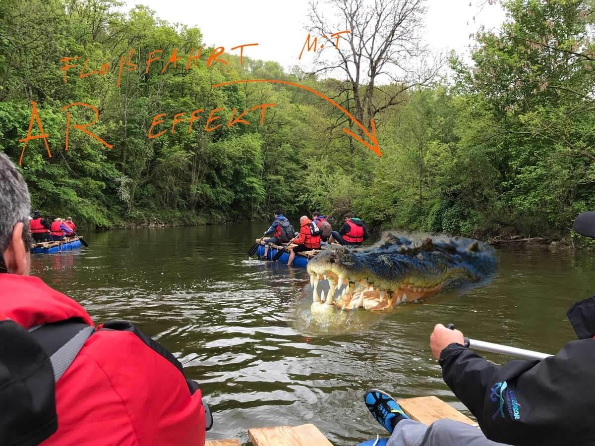 AR-Krokodil beim Floßfahren